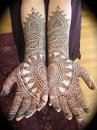 Batik Beautiful Mehendi Look